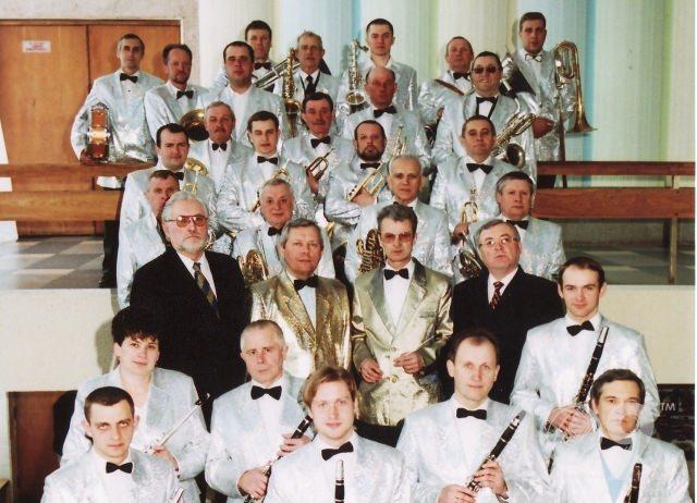 https://upload.wikimedia.org/wikipedia/commons/7/79/Orkestra-voli-25-3012.jpg