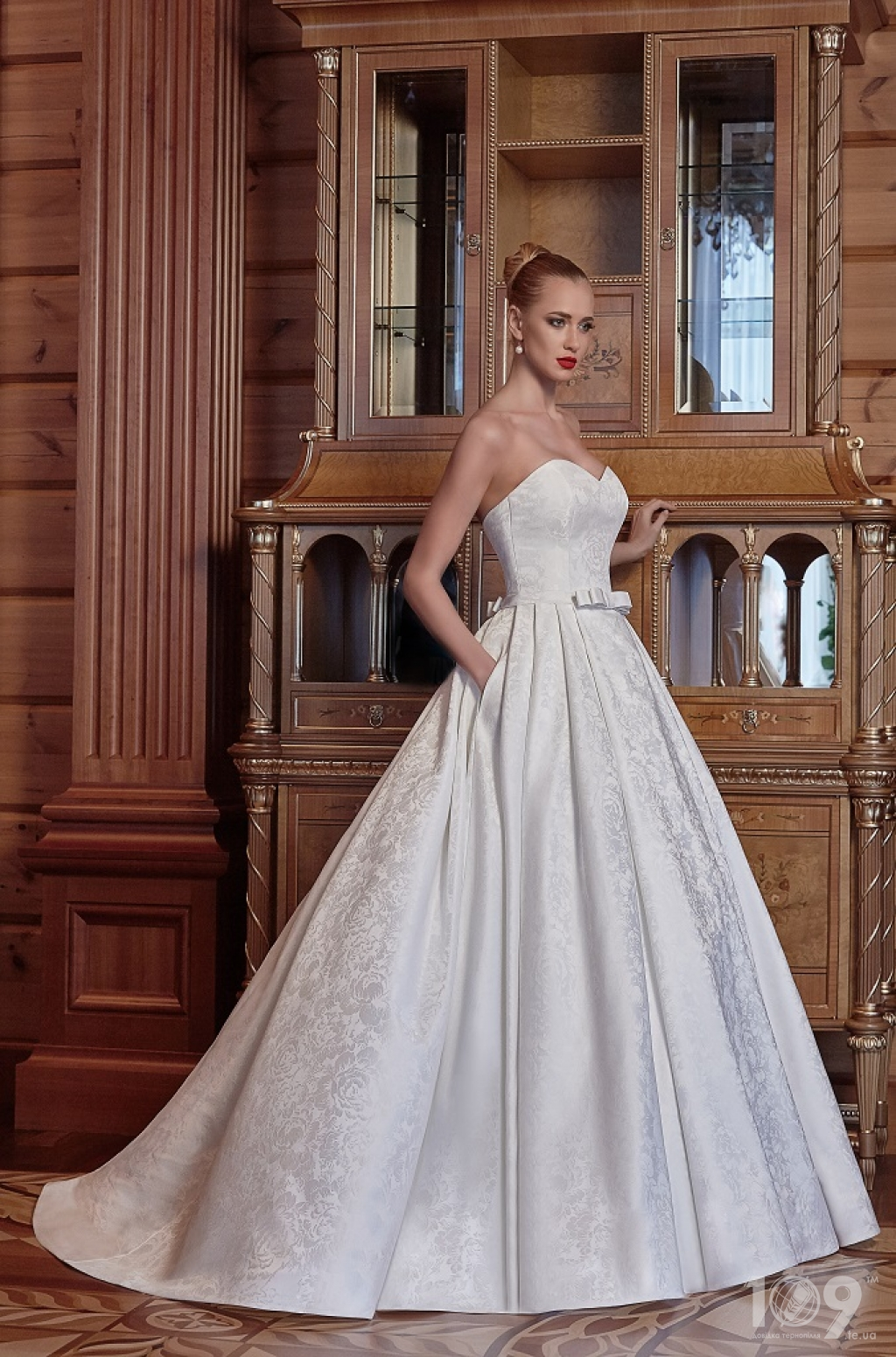 Весільний салон Полларді Тернопіль e3dc276c93506
